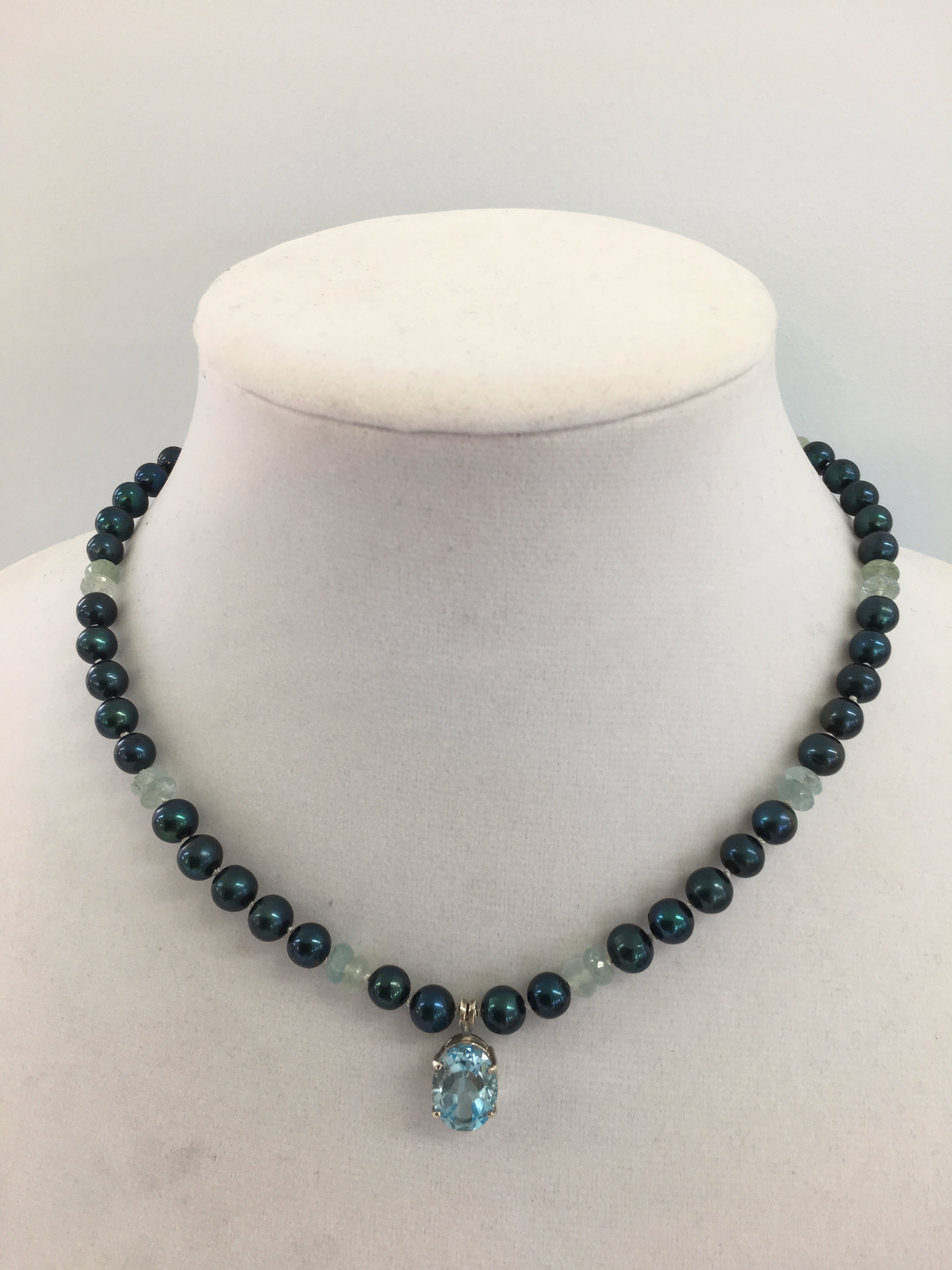 Sterling Silver Necklace w/Freshwater 6mm pearls, Aquamarine prisms & a Aquamarine Topaz Pendant